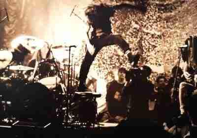 """Data da cerchiare in rosso sul calendario per i fan dei Pearl Jam: il 22 ottobre sarà pubblicato il loro storico live """"MTV Unplugged""""."""